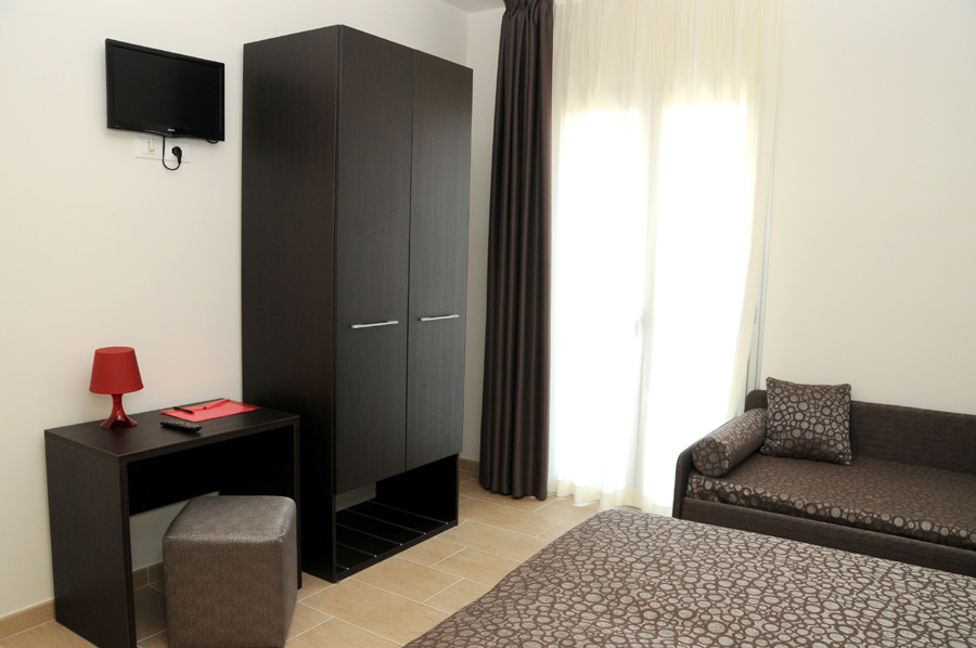 Camere jesolo vacanza jesolo hotel morena - Tv camera da letto ...